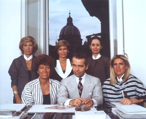 5 Fendi sisters and Karl Lagerfeld