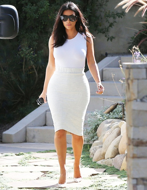 Kim Kardashian Visits A Friend In Studio City