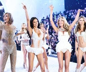 Barisan Peragawati Victoria's Secret Fashion Show
