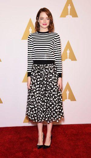 Trend: Gabungan Stripes dan Polka Dot ala Emma Stone