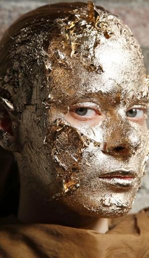 Wajah Perak Dan Emas Di Rick Owens