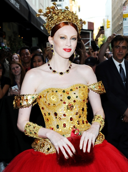 , New York, New York - 05/4/2015 - Celebrities leaving The Mark Hotel -PICTURED: Karen Elson -PHOTO by: Vince Flores/startraksphoto.com -VIF35166 Editorial - Rights Managed Image - Please contact www.startraksphoto.com for licensing fee Startraks Photo New York, NY For licensing please call 212-414-9464 or email sales@startraksphoto.com Startraks Photo reserves the right to pursue unauthorized users of this image. If you violate our intellectual property you may be liable for actual damages, loss of income, and profits you derive from the use of this image, and where appropriate, the cost of collection and/or statutory damages.