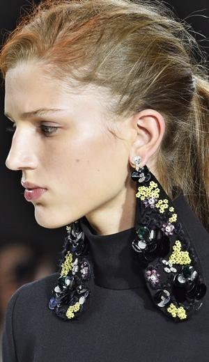 Trend Aksesori Di Pentas Couture Musim Luruh 2015
