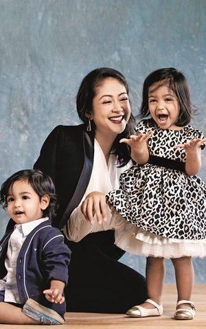 January Low Siva dan  Anak Kembarnya