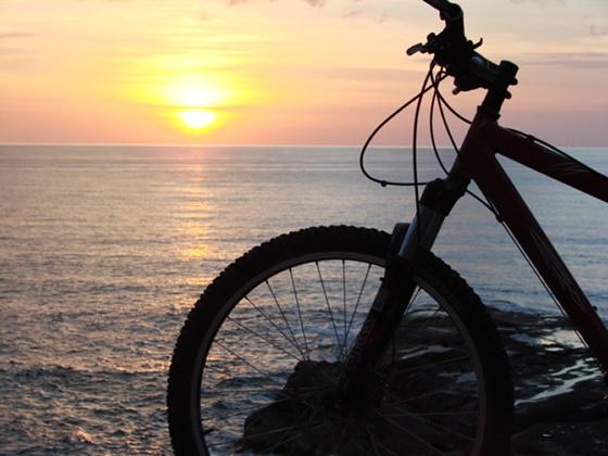 sunset-biking-borneo