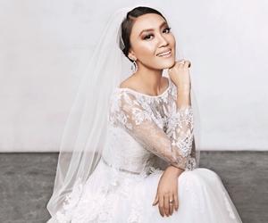 """""""Selepas dua tahun menyemai cinta, kami tahu kami ingin menghabiskan hayat bersama"""" – Sasha Yusof"""