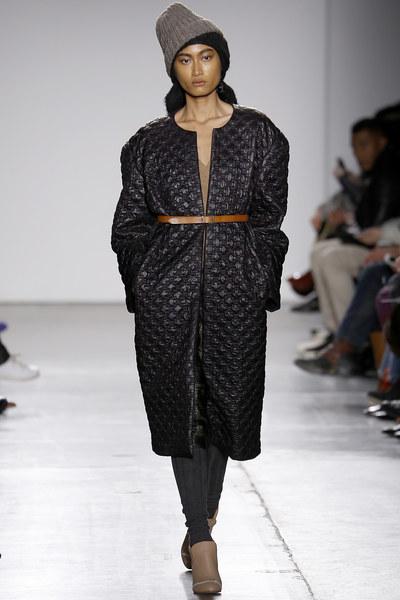 Model Malaysia, Atikah Karim diberi penghargaan membuat pembukaan di pertunjukan A Detacher.