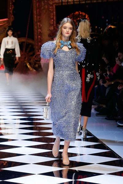 dolce-and-gabbana-fall-winter-2016-17-women-fashion-show-02-1600×2400