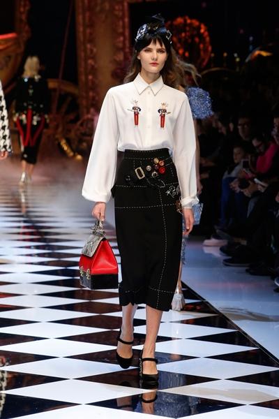 dolce-and-gabbana-fall-winter-2016-17-women-fashion-show-04-1600×2400