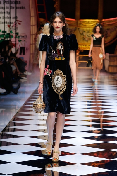 dolce-and-gabbana-fall-winter-2016-17-women-fashion-show-06-1600×2400