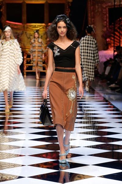 dolce-and-gabbana-fall-winter-2016-17-women-fashion-show-08-1600×2400