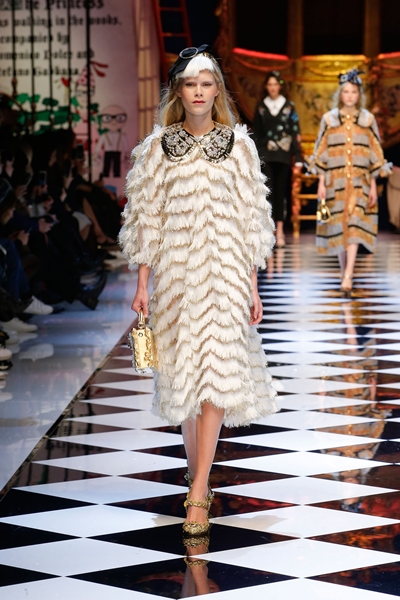 dolce-and-gabbana-fall-winter-2016-17-women-fashion-show-09-1600×2400