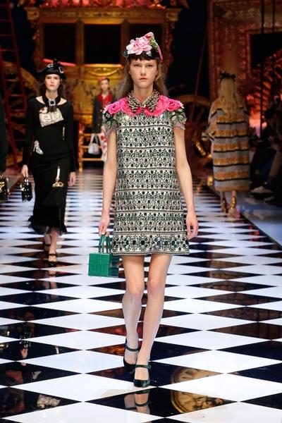 dolce-and-gabbana-fall-winter-2016-17-women-fashion-show-14-1600×2400
