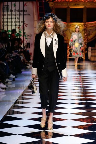 dolce-and-gabbana-fall-winter-2016-17-women-fashion-show-21-1600×2400