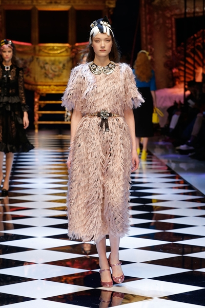 dolce-and-gabbana-fall-winter-2016-17-women-fashion-show-32-1600×2400