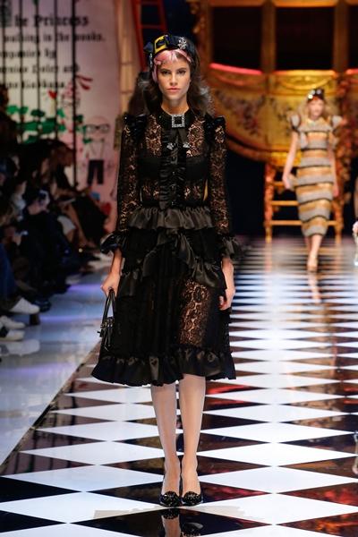 dolce-and-gabbana-fall-winter-2016-17-women-fashion-show-33-1600×2400