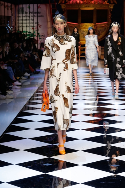 dolce-and-gabbana-fall-winter-2016-17-women-fashion-show-runway-48-1600×2400