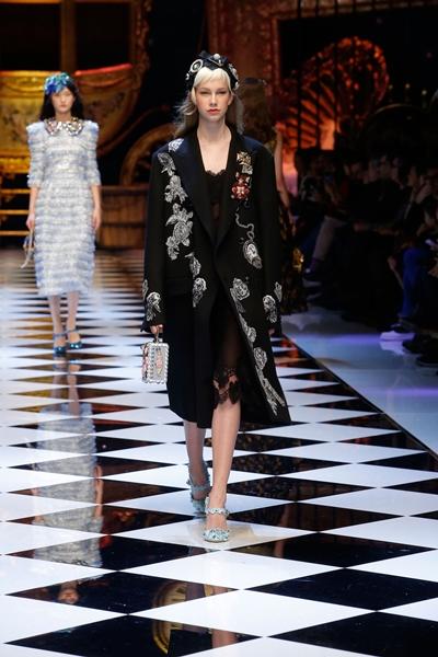 dolce-and-gabbana-fall-winter-2016-17-women-fashion-show-runway-49-1600×2400