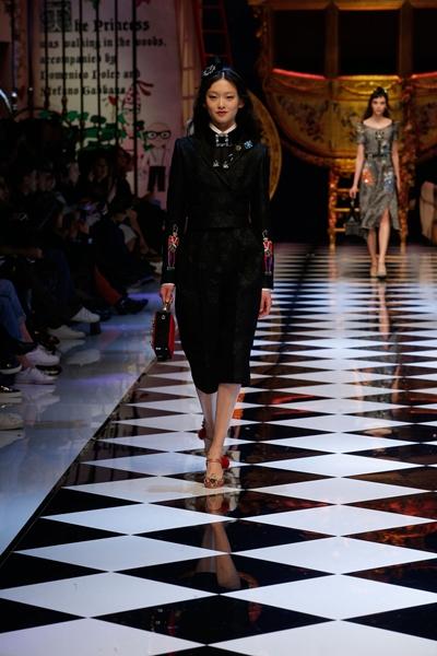dolce-and-gabbana-fall-winter-2016-17-women-fashion-show-runway-51-1600×2400