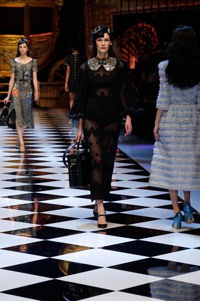 dolce-and-gabbana-fall-winter-2016-17-women-fashion-show-runway-52-1600×2400