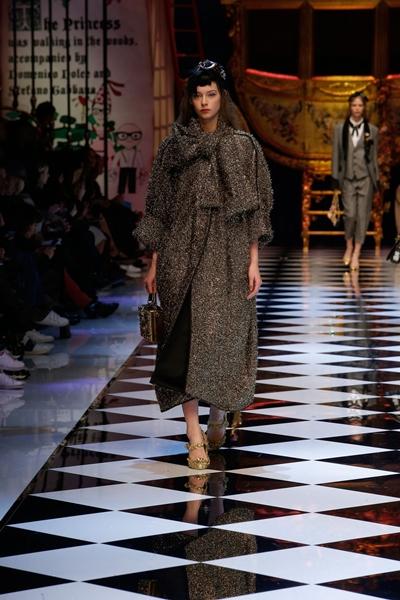 dolce-and-gabbana-fall-winter-2016-17-women-fashion-show-runway-54-1600×2400
