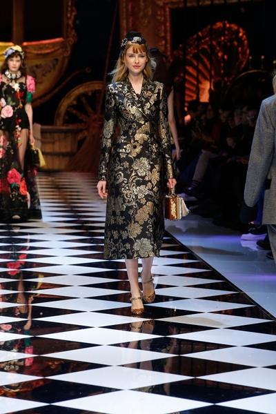 dolce-and-gabbana-fall-winter-2016-17-women-fashion-show-runway-58-1600×2400