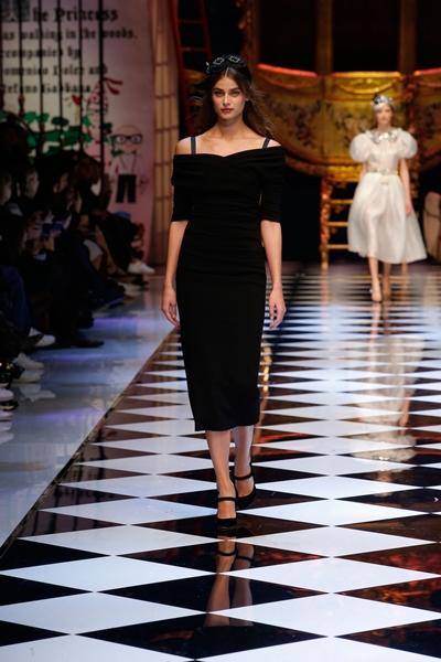 dolce-and-gabbana-fall-winter-2016-17-women-fashion-show-runway-60-1600×2400