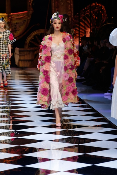 dolce-and-gabbana-fall-winter-2016-17-women-fashion-show-runway-64-1600×2400