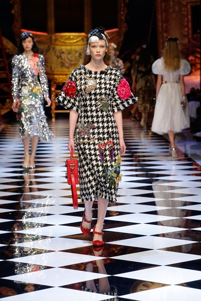 dolce-and-gabbana-fall-winter-2016-17-women-fashion-show-runway-65-1600×2400
