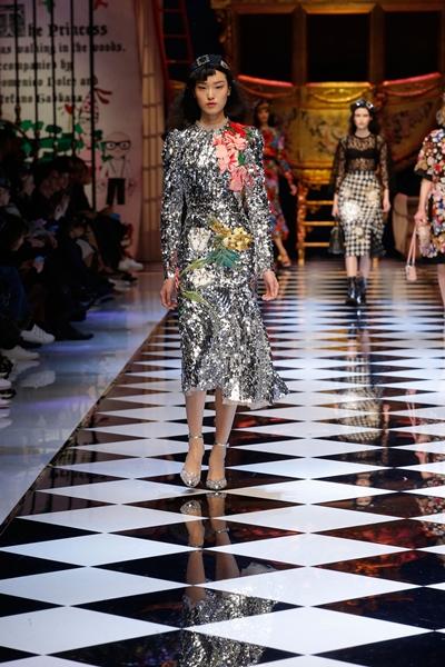 dolce-and-gabbana-fall-winter-2016-17-women-fashion-show-runway-66-1600×2400