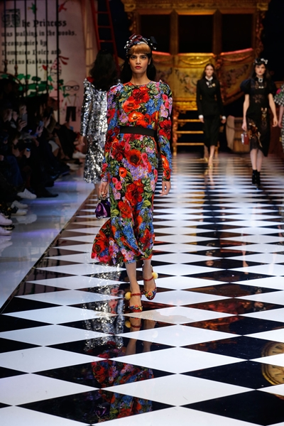 dolce-and-gabbana-fall-winter-2016-17-women-fashion-show-runway-69-1600×2400