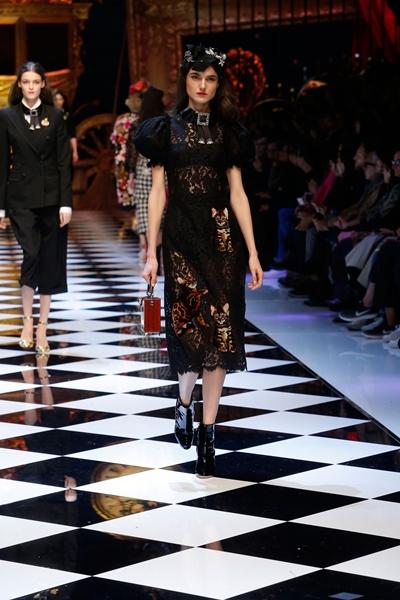 dolce-and-gabbana-fall-winter-2016-17-women-fashion-show-runway-70-1600×2400