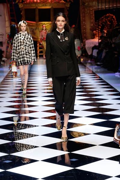 dolce-and-gabbana-fall-winter-2016-17-women-fashion-show-runway-71-1600×2400
