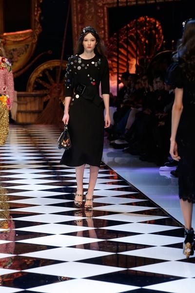 dolce-and-gabbana-fall-winter-2016-17-women-fashion-show-runway-73-1600×2400