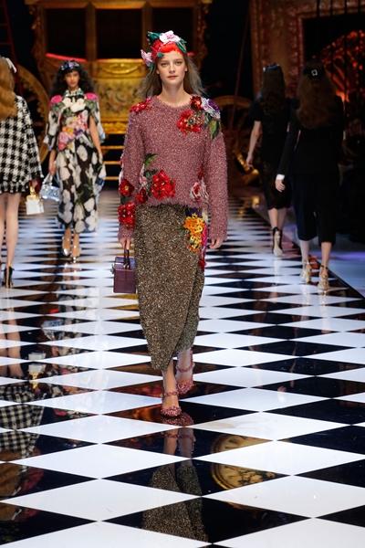 dolce-and-gabbana-fall-winter-2016-17-women-fashion-show-runway-74-1600×2400