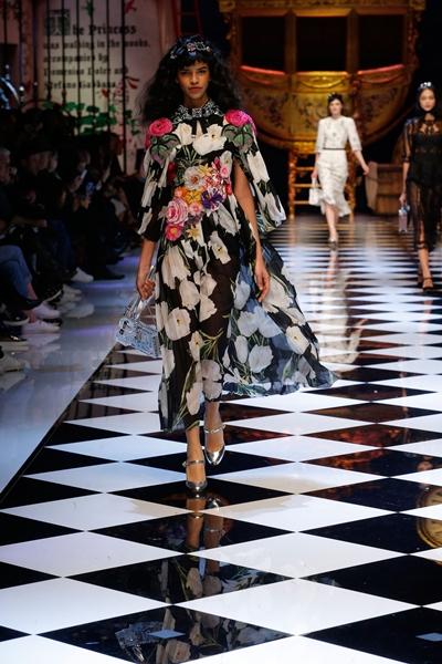 dolce-and-gabbana-fall-winter-2016-17-women-fashion-show-runway-75-1600×2400