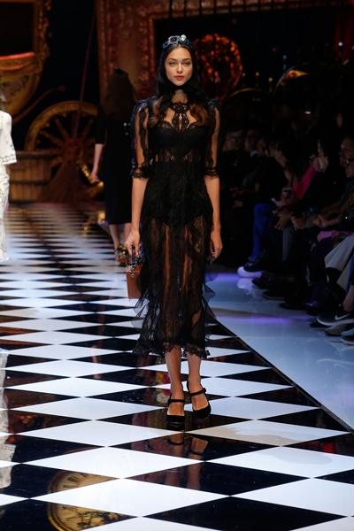 dolce-and-gabbana-fall-winter-2016-17-women-fashion-show-runway-76-1600×2400
