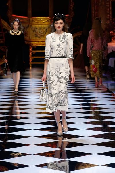 dolce-and-gabbana-fall-winter-2016-17-women-fashion-show-runway-77-1600×2400