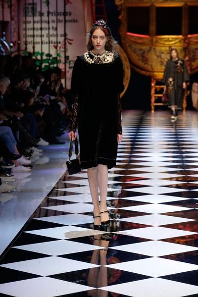 dolce-and-gabbana-fall-winter-2016-17-women-fashion-show-runway-78-1600×2400