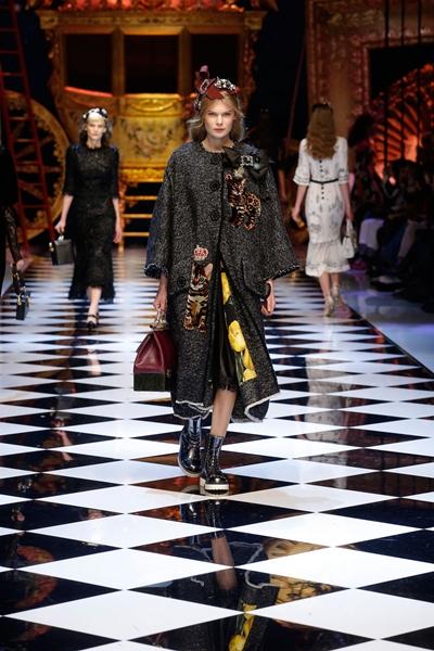 dolce-and-gabbana-fall-winter-2016-17-women-fashion-show-runway-80-1600×2400
