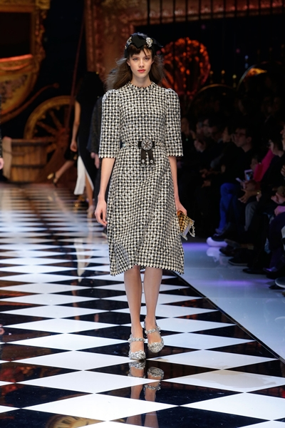 dolce-and-gabbana-fall-winter-2016-17-women-fashion-show-runway-82-1600×2400