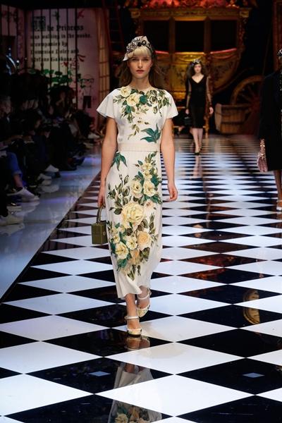 dolce-and-gabbana-fall-winter-2016-17-women-fashion-show-runway-84-1600×2400