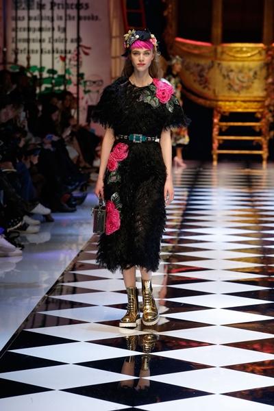 dolce-and-gabbana-fall-winter-2016-17-women-fashion-show-runway-87-1600×2400