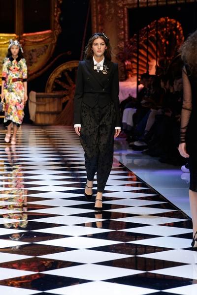 dolce-and-gabbana-fall-winter-2016-17-women-fashion-show-runway-88-1600×2400