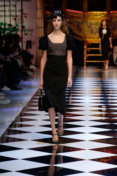 dolce-and-gabbana-fall-winter-2016-17-women-fashion-show-runway-90-1600×2400