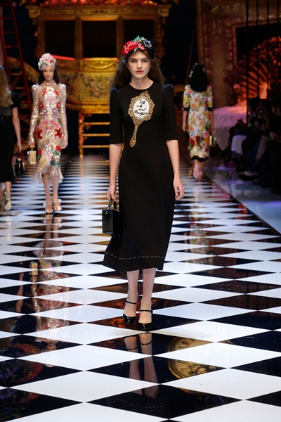 dolce-and-gabbana-fall-winter-2016-17-women-fashion-show-runway-92-1600×2400