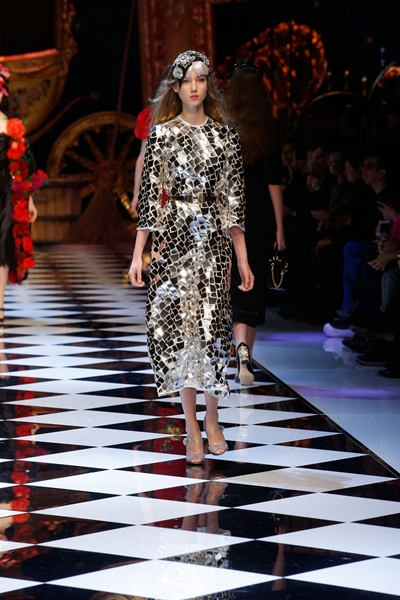 dolce-and-gabbana-fall-winter-2016-17-women-fashion-show-runway-94-1600×2400