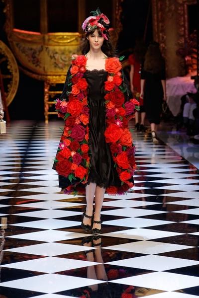 dolce-and-gabbana-fall-winter-2016-17-women-fashion-show-runway-95-1600×2400