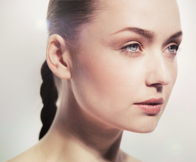 11 Mar 2014 --- Studio beauty shot of a young woman with natural make-up --- Image by © Bernd Vogel/Corbis