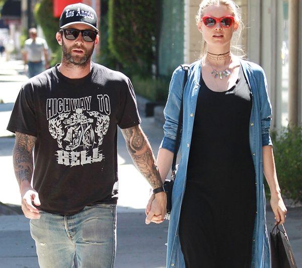 Adam Levine Batal Konsert Maroon 5 Demi Behati